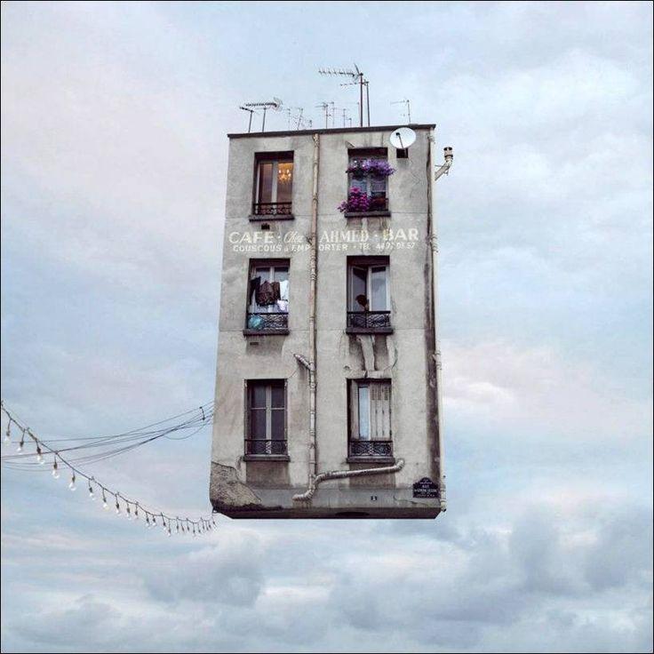 Французские дома, летающие над Парижем
