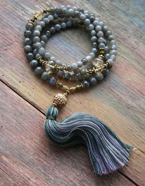 Mala necklace made of 108, 8 and 10 mm - 0,315 and 0.394 inch, very beautiful labradorite gemstones and decorated with cherry quartz and citrine - look4treasures on Etsy