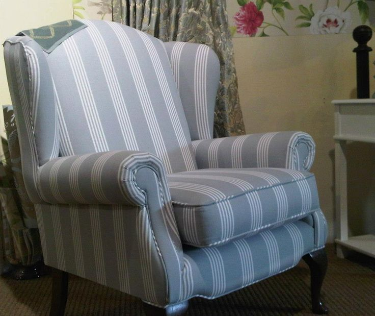 Chair in Bella Stripe Blue Grey Composition: 100% Cotton Horizontal Repeat: 12 cm Width: 140 cm Usage: Curtains Abrasion: 20,000