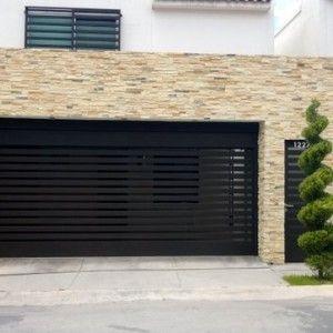 Puerta de garage de forja contemporánea con barrotes horizontales