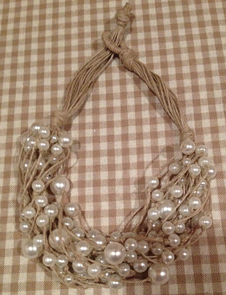 Collana con spago riciclato con perle recuperate da altre collane