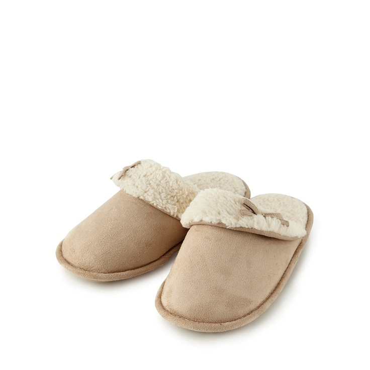 To keep her busy feet warm these classics Slippers are perfect.