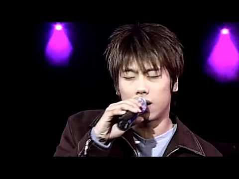 """Park Hyo Shin sings Skylark's """"Wildflower"""" in 2002."""