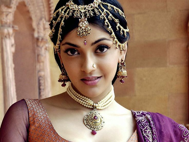 kajal agarwal in dulhan http://www.wallpapergroups.com/2014/07/bollywood-actress-kajal-agarwal-hd-photo-free-download.html