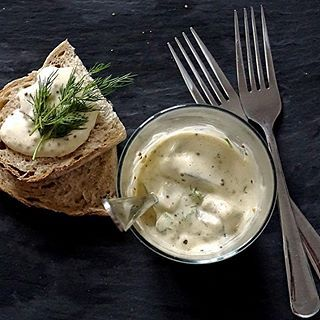 🐟 #śledź #śledzie #sosmusztardowy #koperek #PodNiebienie #herring #mustardsauce #dill #christmaspreparations #christmasiscoming #christmastime #christmasiscoming #healthyfood #healthyeating #foodphotography #kuchnia #kitchen #cooking #foodie #wiemcojem