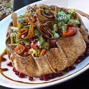 Bucătăria armeană are multe elemente comune cu gastronomia mediterană, arabă și tradiţiile culinare ruseşti. Aroma bogată a preparatelor se datorează prospețimii și calitatii ingredientelor, mai mult decât pe folosirea condimentlor.
