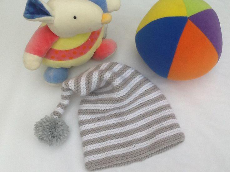 Bonnet lutin bébé tricot blanc et gris : Mode Bébé par veronique-patch-crochet-tricot