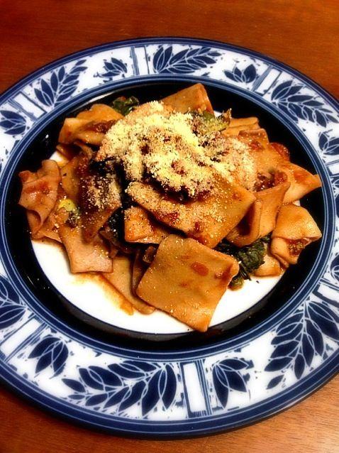 マルタリアーティでしたわ。タリアテッレじゃないわね。しもた_(:3」∠)_ - 11件のもぐもぐ - 菜の花とトマトの手打ちマルタリアーティ by emuii