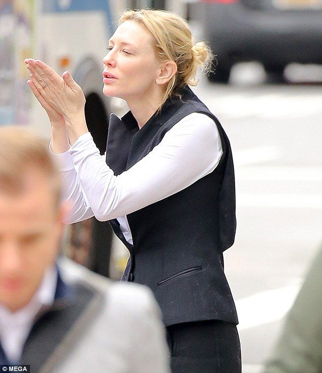 Goodbye my lover! Hollywood star Cate Blanchett has blown a kiss to husband Andrew Upton as he headed to the airport in New York