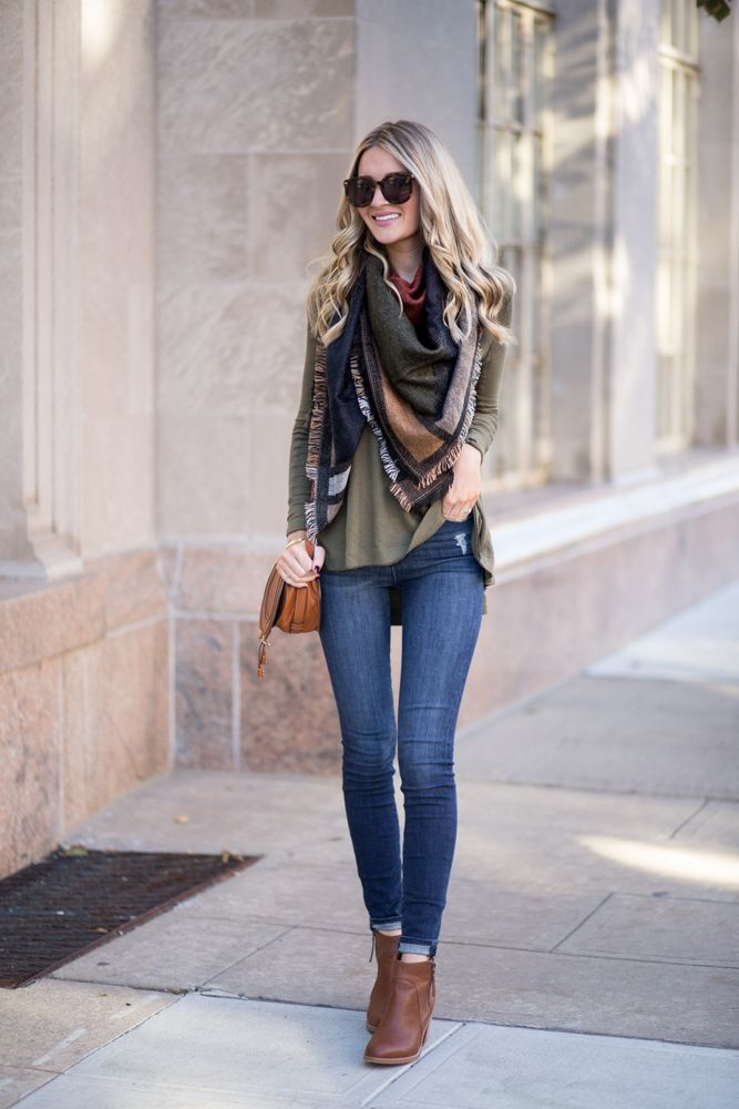 love the colors and the way the scarf dresses up a simple t-shirt and jeans look