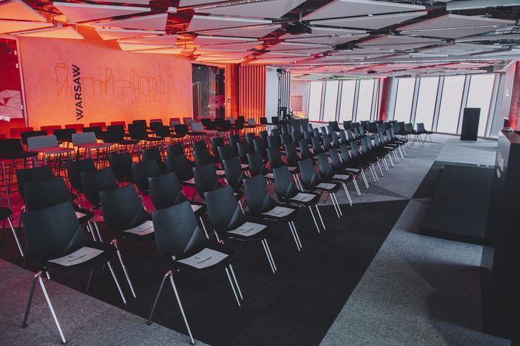 The Hearth of Warsaw w Warsaw Spire to idealne miejsce dla biznesu. Tętniący energią symbol nowoczesnej Warszawy. Widok z 38 piętra na panoramę miasta zrobi wrażenie nawet na najbardziej wymagających gościach. Do wynajęcia przestrzeń longue (212m2) oraz sala konferencyjna (294m2). Sala konferencyjna pomieści do 150 osób w ustawieniu teatralnym. Przestrzeń wyposażona jest w nowoczesny sprzęt audio-multimedialny. Idealnie sprawdzi się przy organizacji wydarzeń typu:   konferencje  warsztaty…