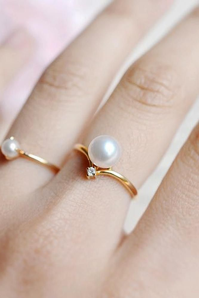 30 Pearl Engagement Rings For A Beautiful Romantic Look Pearl Engagement Ring Engagement Rings Sapphire Vintage Engagement Rings Sapphire