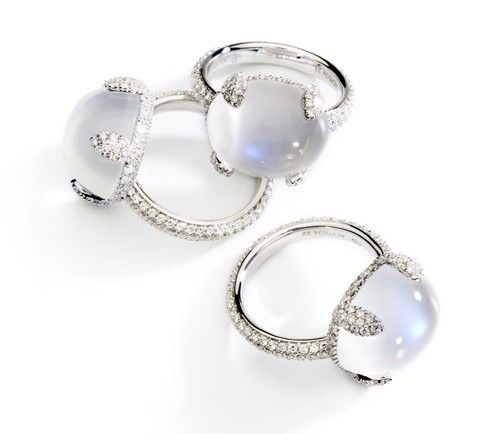 Pomellato Caramelle ring in platinum and diamonds with Moonstone