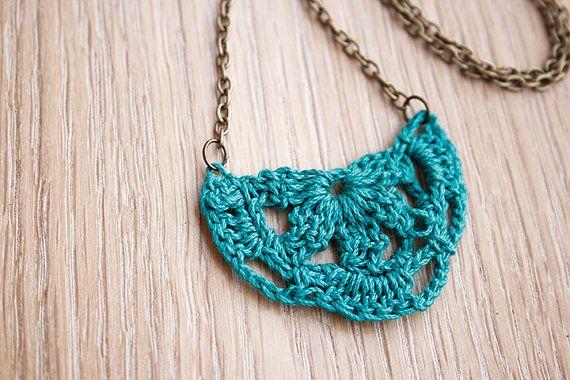 Bonito collar en verde azulado  cadena de por thirtydegreescrochet, €10.00