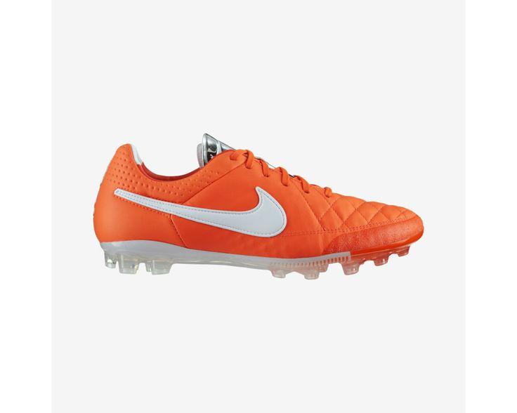 631612-810 http://www.koraysporfutbol.com/nike-futbol-ayakkabi-suni-cim-tiempo-legend-v-ag-631612-810