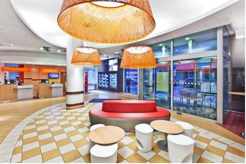 Ibis Praha Mala Strana Prague 5 This modern hotel is situated close to Prague's historical district of Lesser Town and the Novy Smichov shopping centre. It offers en-suite, soundproofed rooms with air conditioning and hairdryers.
