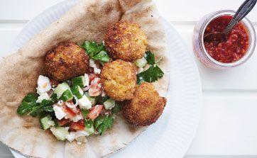 Prøv at lave hjemmelavet falafel, det smager super godt. Få opskriften her!