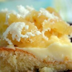 Receita de Bolo de Abacaxi com Coco - 3 xícara(s) (chá) de farinha de trigo, 2 xícara(s) (chá) de açúcar, 3 ovos, 1 copo(s) de leite morno(a), 1 copo(s) de ...