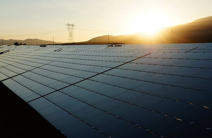 The first recorded use of utilizing the suns power was in the 7th century BC when magnifying glasses of crystals were used to light fires. Today the solar energy is booming and this year alone solar accounted for 22% of all new energy capacity installed. (Photo Credit: Techrepublic.com) #waybackwednesday #throwback #humpday #funfacts #facts #solar #solarenergy #energy #greenenergy #cleanenergy #renewableenergy #alternativeenergy #sustainableenergy #renewable #renewables #sun #sunpower…