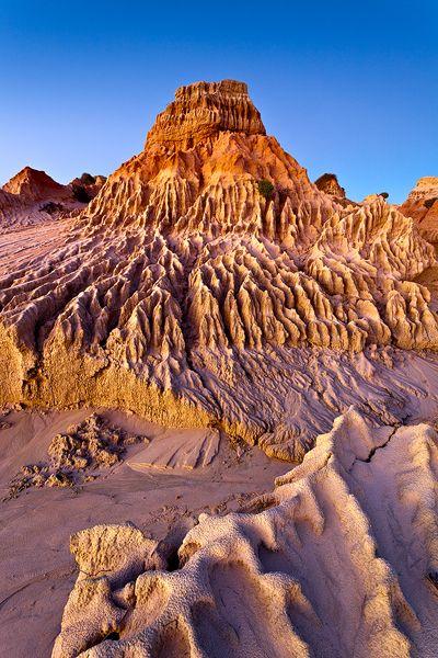 Walls-of-China-Mungo-National-Park-Australia