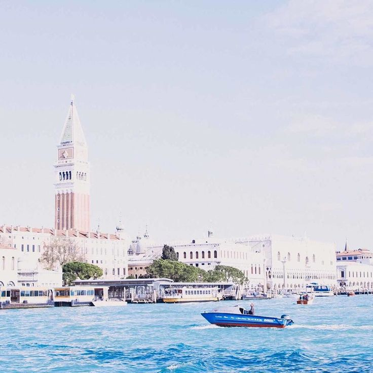 Depois de 3 dias produzindo esse conteúdo com muito amor está no ar nosso Guia de lua de mel em Veneza minha cidade preferida no mundo! Clica no link do perfil para conferir todo o material que preparei pra você  #noivadodia