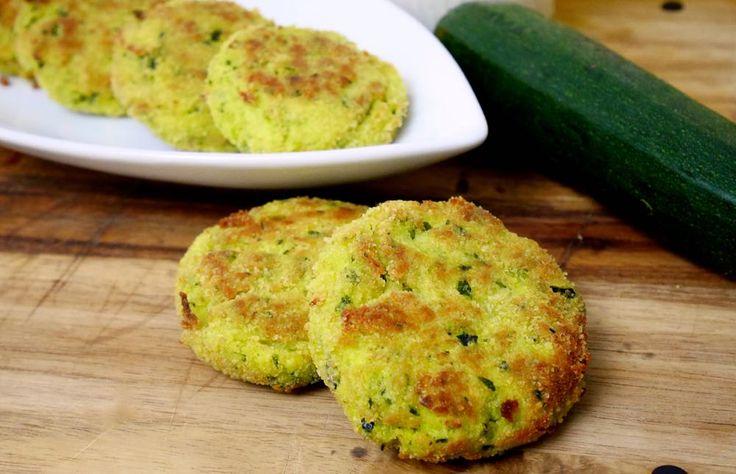 Le polpette di zucchine e ricotta sono un secondo vegetariano semplice e leggero.