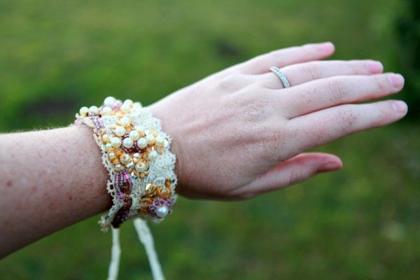 Anthropologie Inspired Vintage Lace BraceletAnthropology Inspiration, Bracelets Tutorials, Vintage Lace, Anthropology Knock, Diy Bracelets, Vintage Bracelet, Jewelry Ideas, Lace Bracelets, Knock Off