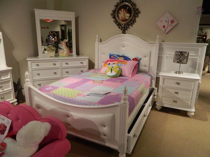 Best 25 Little Girls Bedroom Sets Ideas On Pinterest Toddler Girl Bedroom Sets Pink Gold Bedroom And Toddler Princess Room