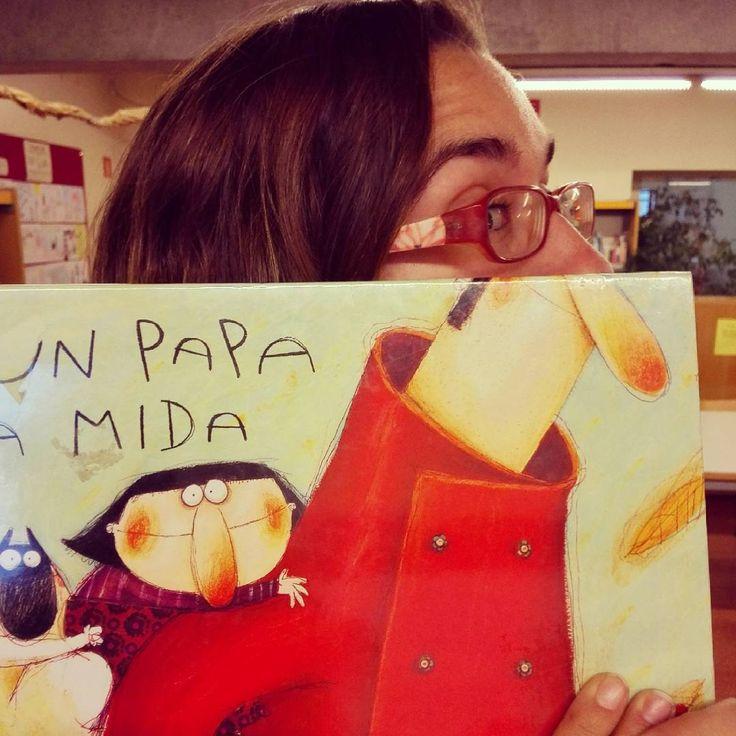 Si voleu saber com és #unpapaalamida veniu a buscar-ne el llibre #bookfacefriday  #bibpalleja #biblio #petitsllibres #lectura #book #papa #leer #libro