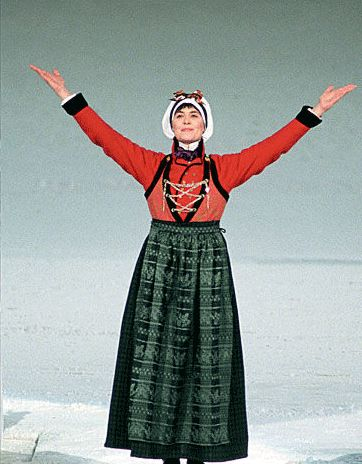 Sissel Kyrkjebø wearing the Lustrabunaden during the Lillehammer Winter Olympic Opening Ceremonies.