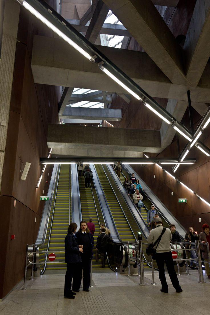 Fővám tér station, Metro 4, Budapest http://www.budapestwithus.hu/a-fuzold-a-negyes-metro/