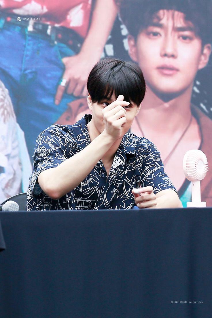 Exo the war fan sign