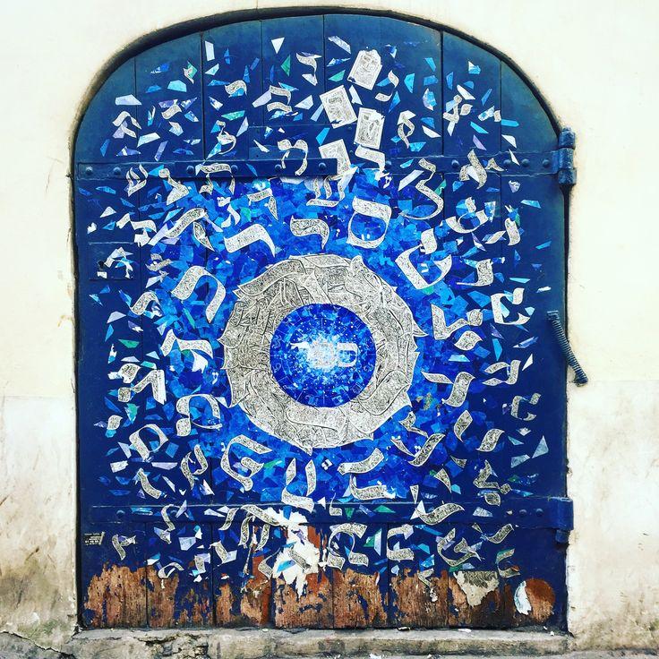 Door by @iatlan #ilanatlan #blue #streetart #graffiti #graff #spray #bombing #wall #sprayart #instagraff #urbanart #wallporn #pochoir #collage Rue des Rosiers #paris