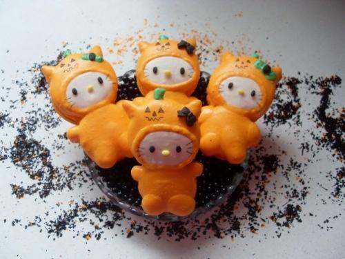 Hello Kitty Halloween Macarons