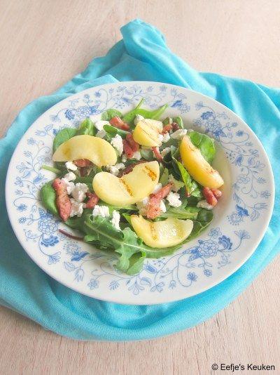 Doe jij wel eens fruit in je salade? DOEN! Bijvoorbeeld in deze salade met Gegrilde Perzik.