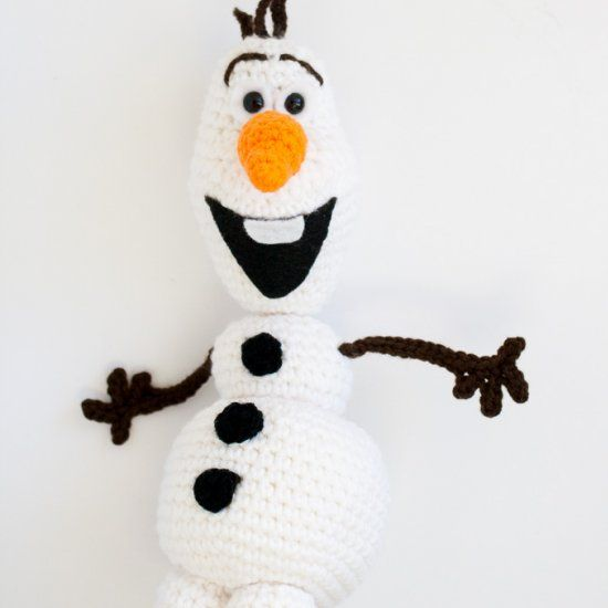 I will defintely have to do this for my girls!! Free crochet pattern for Olaf snowman from Frozen.