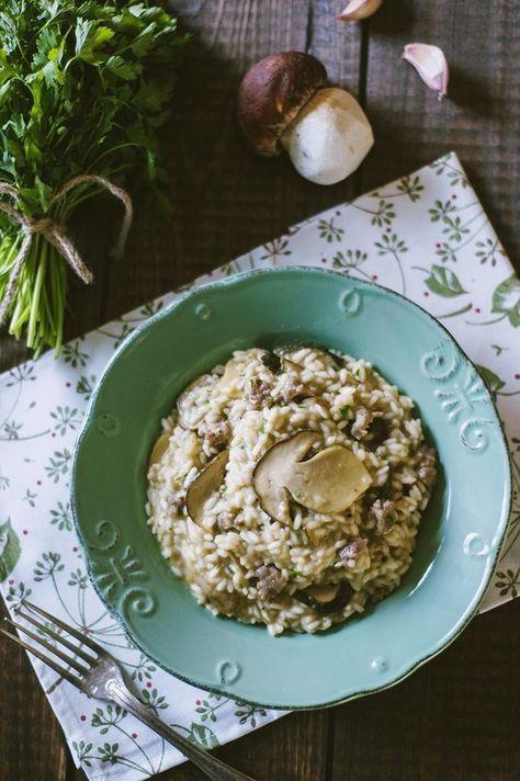 Un piatto intramontabile che con qualche piccolo trucco puoi rendere indimenticabile. Il mio risotto salsiccia e funghi porcini è imperdibile!
