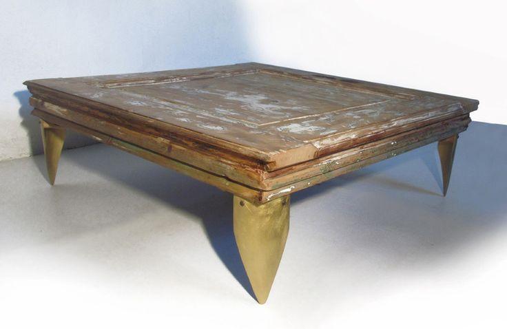 OPENDOOR - LoveCreating Tavolino in legno riciclato di quercia da vecchia porta e infissi con piedi in ottone crudo fresato. Oak Table  from recycled old door, with brass legs. Taglia/Dimensione/size cm93x96x32.5