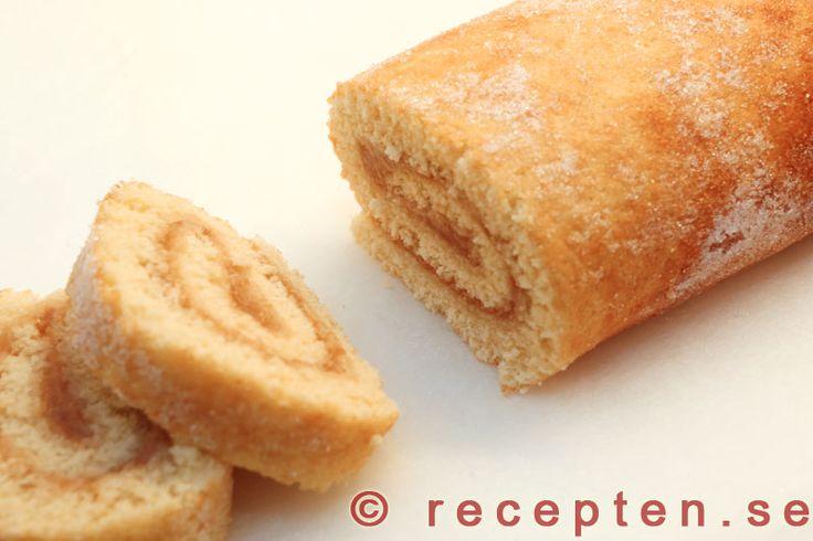 Rulltårta - Recept på rulltårta. Rulltårta bakar du snabbt och lätt. Bilder steg för steg. Vispa ägg och socker.