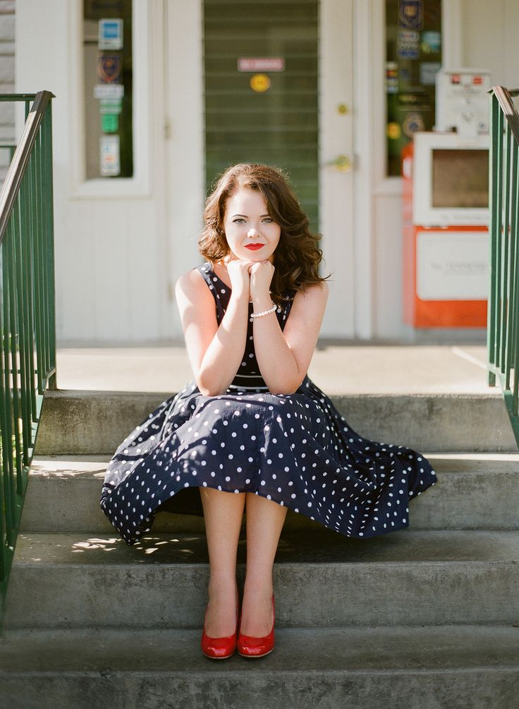 Photo by Leslee Mitchell. What to wear in your Senior pictures: Polka dot dress. Red heels. Red lipstick. Nashville photographer. Senior pictures at the Loveless Cafe, Nashville.