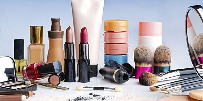 Ibu yang suka pakaikan makeup pada anak-anak mesti sentap baca artikel ini   KULIT merupakan organ terbesar pada tubuh manusia yang bertindak sebagai pelindung dari sebarang ancaman luaran.  Selain mengandungi sel istimewa untuk sistem ketahanan badan manusia kulit berfungsi sebagai pelindung radiasi dan jangkitan di mana melanin pigmen yang terkandung di dalamnya bertindak dalam situasi berbeza.    Ibu yang suka pakaikan makeup pada anak-anak mesti sentap baca artikel ini    Oleh demikian…