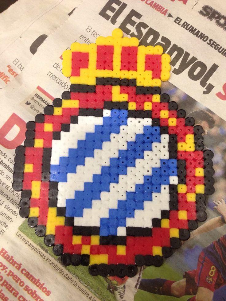 Un favorito personal de mi tienda Etsy https://www.etsy.com/es/listing/264667253/escudo-rcd-espanol-hama-beads-pearl