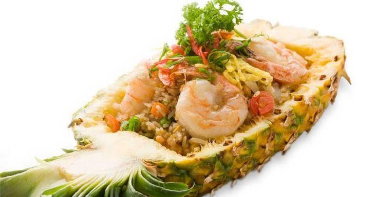"""Em tailandês """"kao pad sapparot""""   Se você é do tipo apaixonado por arroz, vai se deliciar com essa mistura exótica!   A receita tail..."""