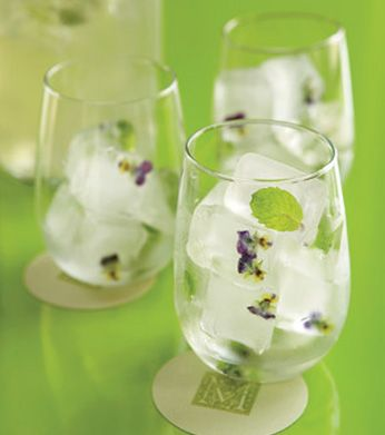 ice cubes with edible flowers. how cool is that!