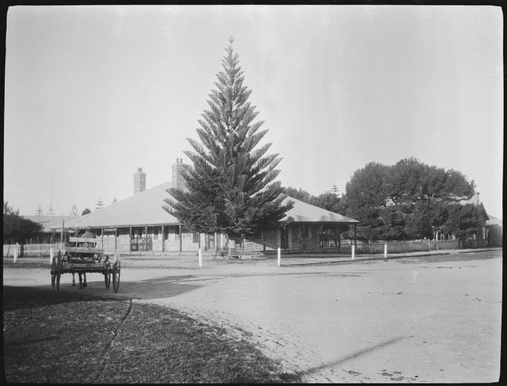 117362PD: Esperance Post Office, 1920 http://encore.slwa.wa.gov.au/iii/encore/record/C__Rb4316662?lang=eng