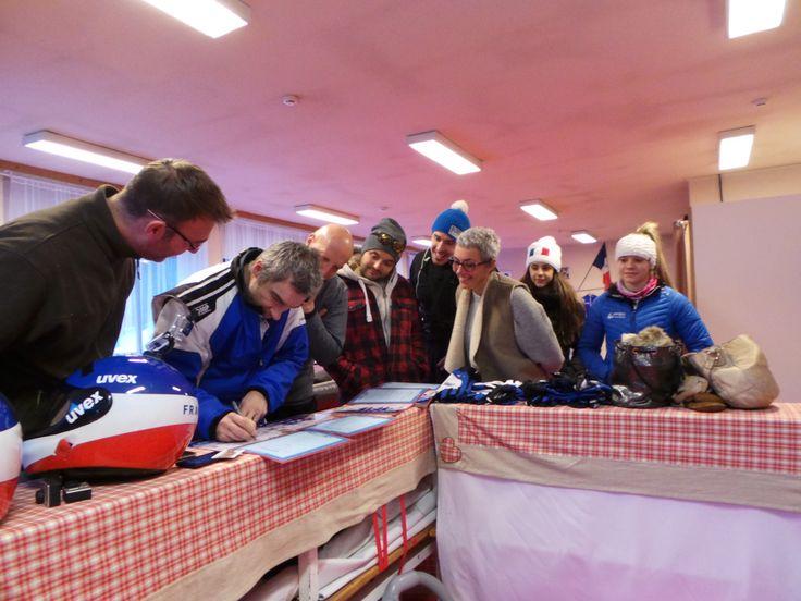 Olympic Experience 31 janvier, 15:00 ·  Alex Vanhoutte (Jeux Olympiques en Bob à 4 Turin 2006 et membre de l'équipe de bobsleigh de France pendant 10 ans) signe les diplômes des participants d'Olympic Experience à la Plagne ce jeudi le 28 janvier 2016.