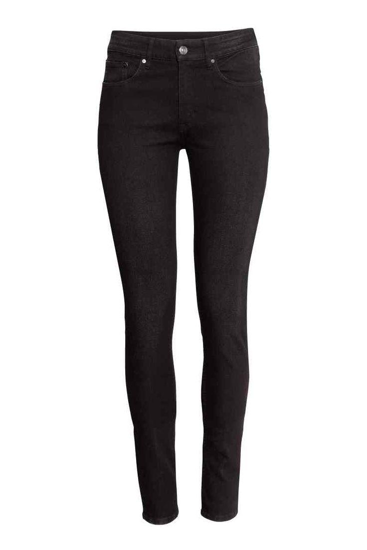 Skinny Regular Jeans: 5-Pocket-Jeans aus stretchigem, gewaschenem Denim. Modell mit normaler Bundhöhe und extra schmalem Bein.