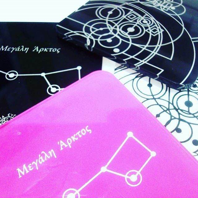 #stars #antikytheramechanism #coaster #acrylic #plexiglass #screenprint #lazercut #plexiartshop #greekdesigners #greece #museumshop #athens #planetarium #picoftheday #photooftheday #gift #handmade #colors #black #pink #white