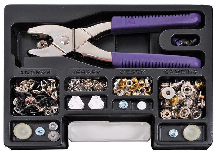 [+++]  Mallette pressions et oeillets - Rascol >> Plusieurs embouts pour évider, poser les boutons pression, poser les boutons de jean, etc. >> env.40€ neuf, sûrement moins cher d'occasion ou sans les boutons. Est-ce que ça fonctionne sur le cuir ??