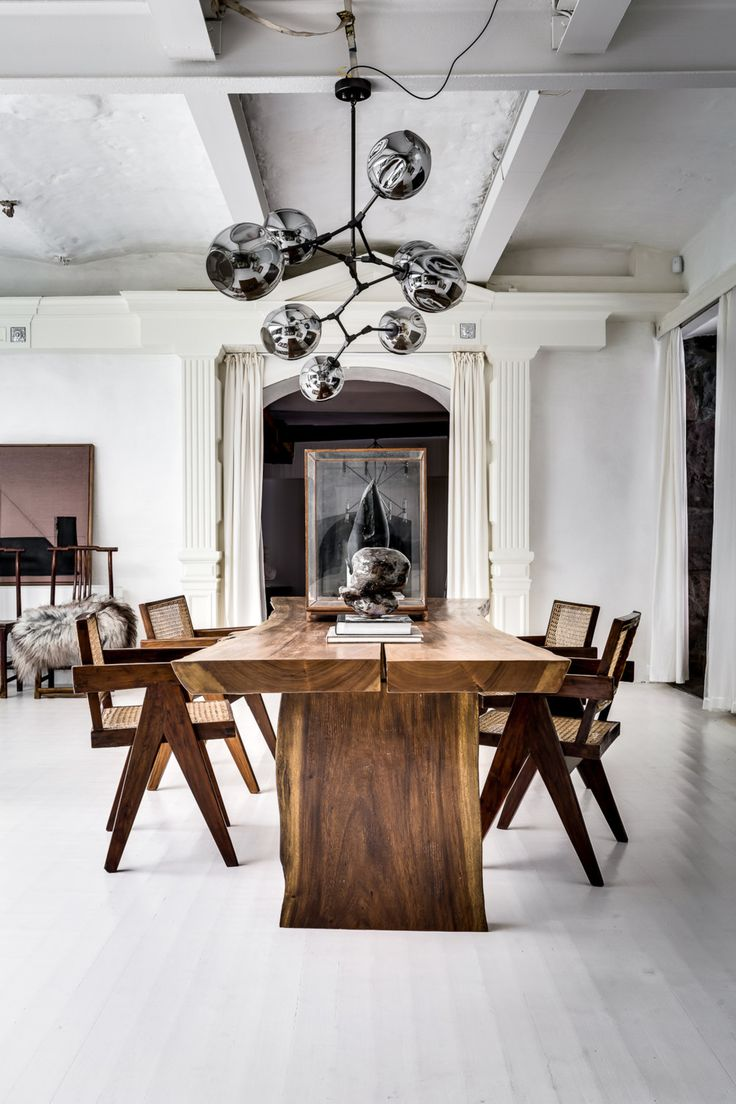 I would love to have a large wooden table like this in my future home so it can fit all of my firends. Cosy yet Scandinavian